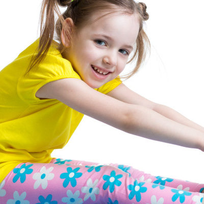 Kid-doing-fitness-exercises-89123426-900x400